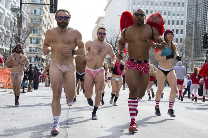 Hundreds of people skipped down to their skivvies to take part in Cupid's Undie Run (Josh Marks / DCist)