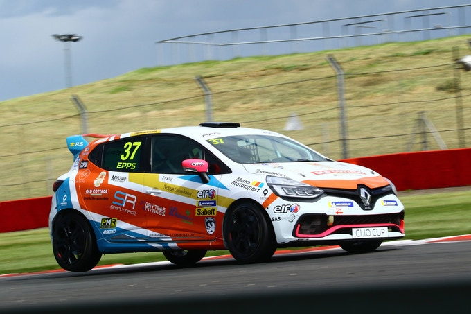 Marchand Ambassador Mike Epps - Renault Clio Cup