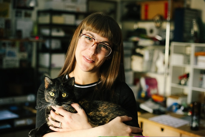 Artist Jessica Gowling with her rescue cat Crumb (photo by Jessica Balfour)