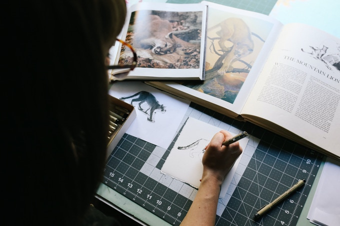 Jessica Gowling illustrating a cougar (photo by Jessica Balfour)