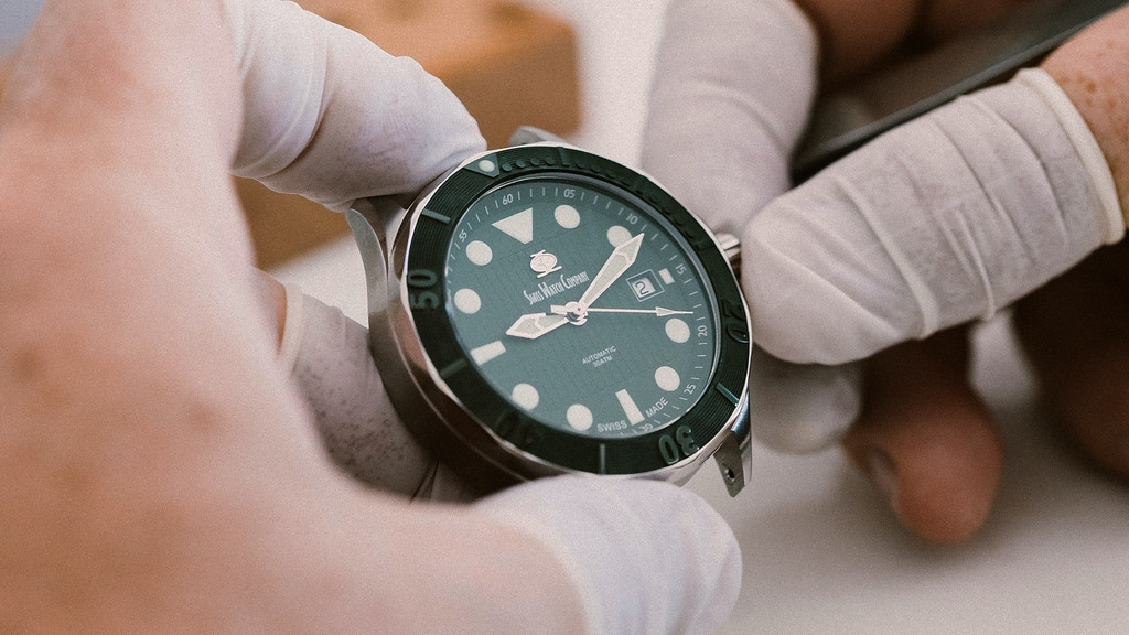 Swiss Watch Company® - Automatic Swiss Divers Watch の動画サムネイル