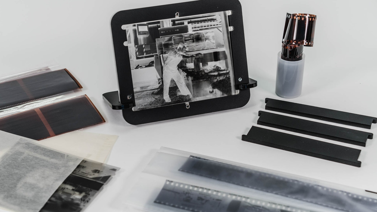 pixl-latr - an innovative, low cost and effective solution for digitising black & white or colour negatives and transparencies