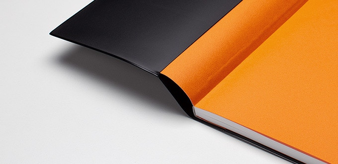 Featuring detachable sleeve design and a journal with colored inner cover (Jupiter-Orange)
