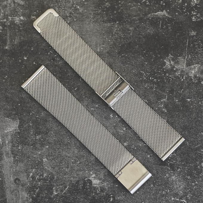 Mesh strap . Silver