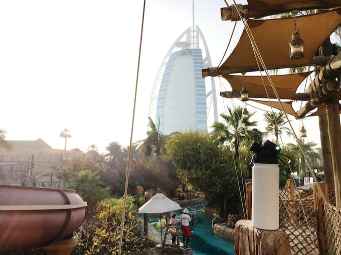 Testing the first sample in the heat of Dubai - Testen eines der ersten Muster der neuen isolierten Edelstahltrinkflasche JuNiki's Double Neck im Wild Wadi in Dubai