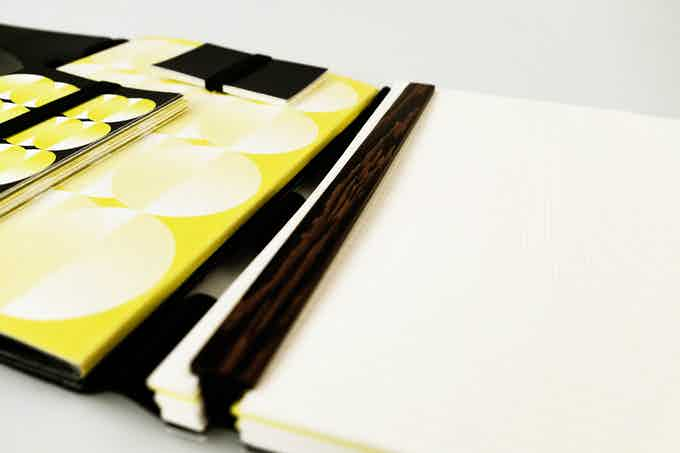 Because of the flexible book binding system you can easily remove and rearrange the papers according to your ideas.