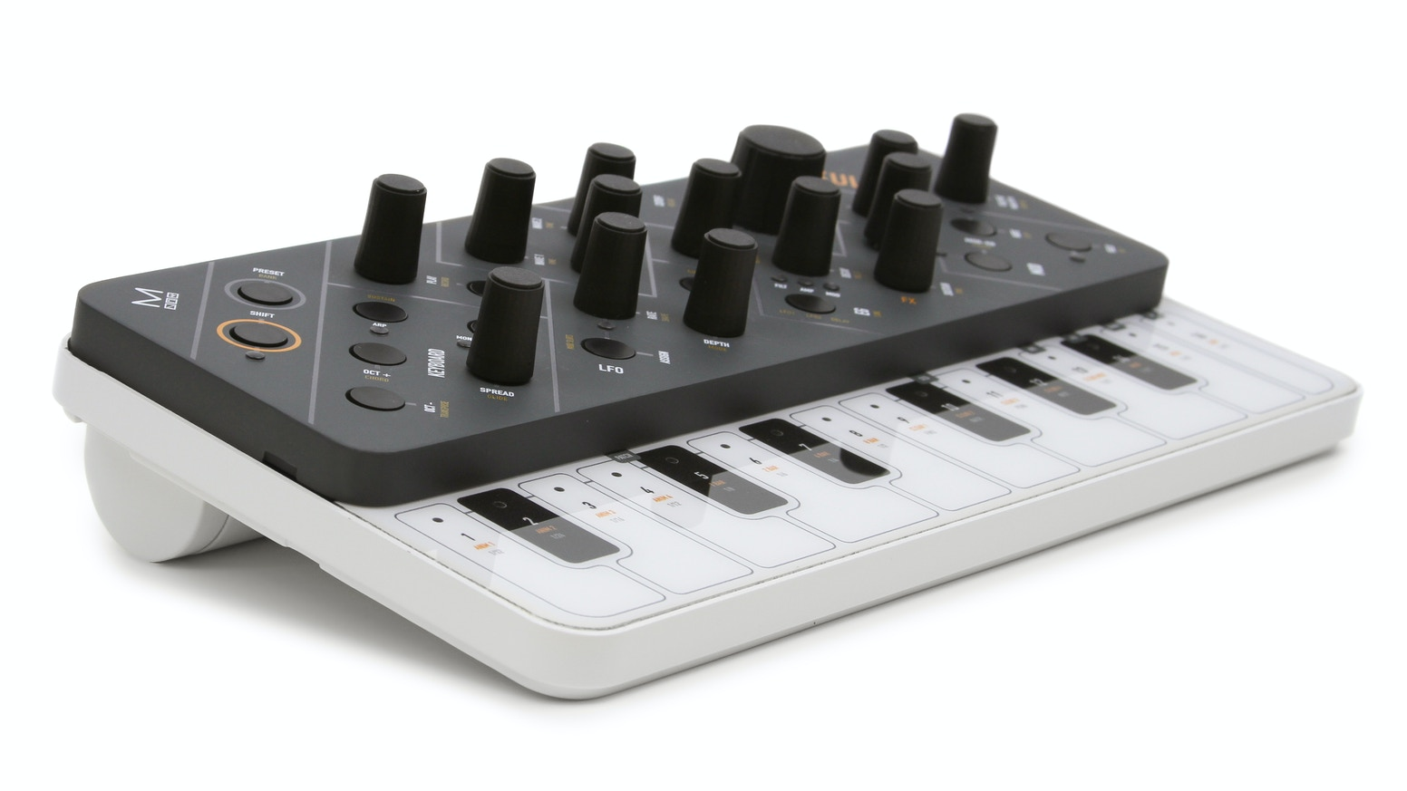 SKULPT synthesiser, a 4 voice, 32 oscillator polyphonic portable synth that proves you don't have to be big to sound BIG.