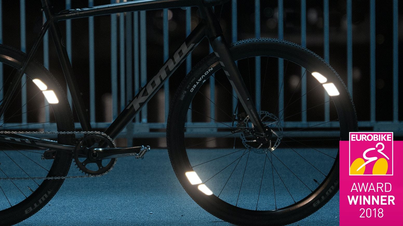 FLECTR 360 is winner of the Eurobike-Award 2018 & the first line of defense for your night ride! FLECTR 360 now comes in a unisize version that fits almost every size of rim.