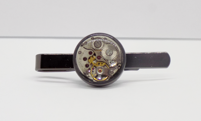 Tie bar in black with round watch movement with an epoxy protective layer