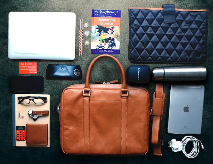 minimalist leather bag