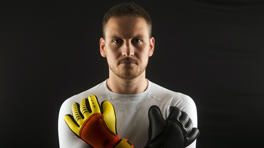 Meet Airor: the unique usable double-side goalkeeper glove