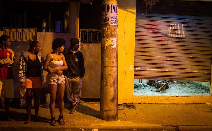 Asesinato en la Baixada Fluminense de Río de Janeiro en enero de 2017.  A murderer at Baixada Fluminense in Río de Janeiro in January 2017. Photo: Alan Lima