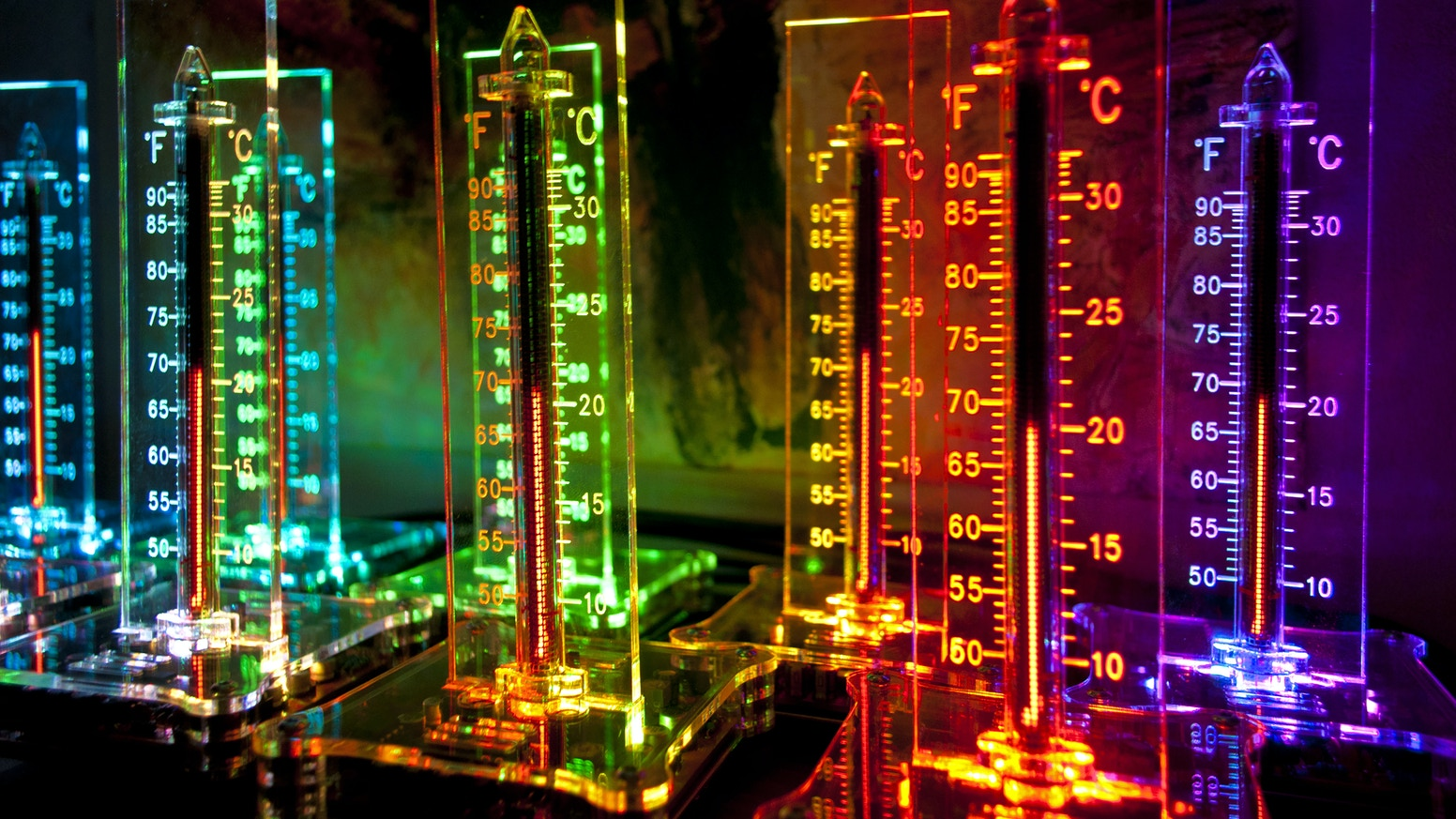 NixieTherm, an IN-13 Nixie bargraph tube based indoor thermometer DIY kit in fully analog design, powered by 5V USB