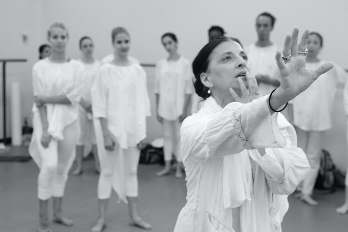 Jacqulyn Buglisi in rehearsal with Table of Silence Project dancers; Photo by Paul B Goode