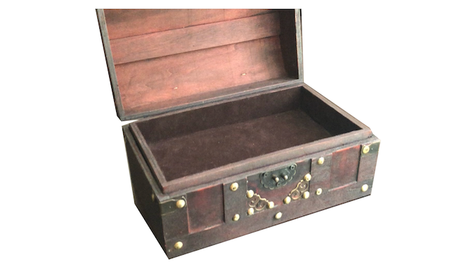 Arcanian wooden chest with dice tray insert