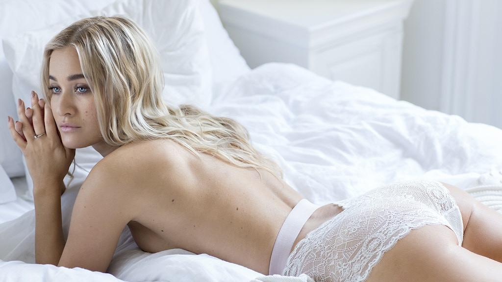 Angelique Fihn lingerie - Embracing women's curves project video thumbnail