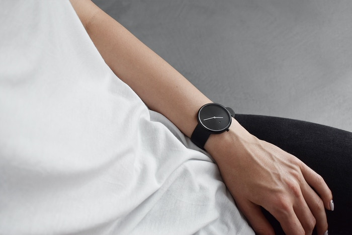 Minimalism expressed through a beautifully designed unisex watch that is simple, aesthetic and functional.