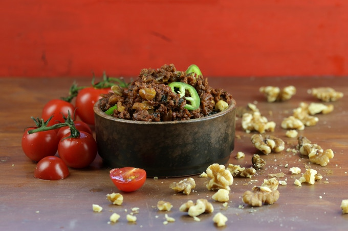 Minchet Abish - spicy soy mince & walnuts