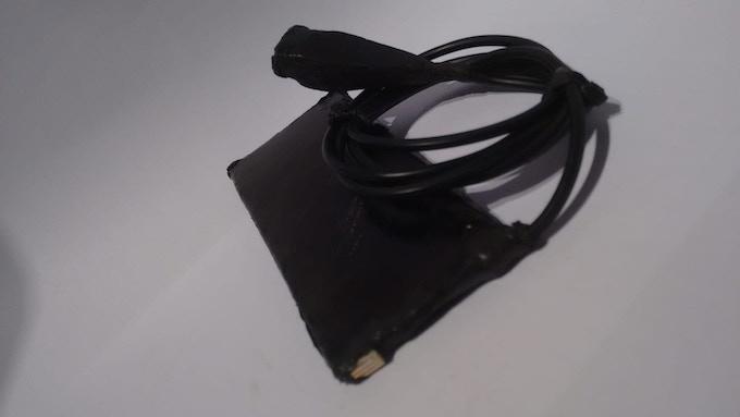 Die Versuchszelle mit USB-Anschluss. Dieser dient dazu die einzelnen Parameter während der Testphase besser kontrollieren zu können.