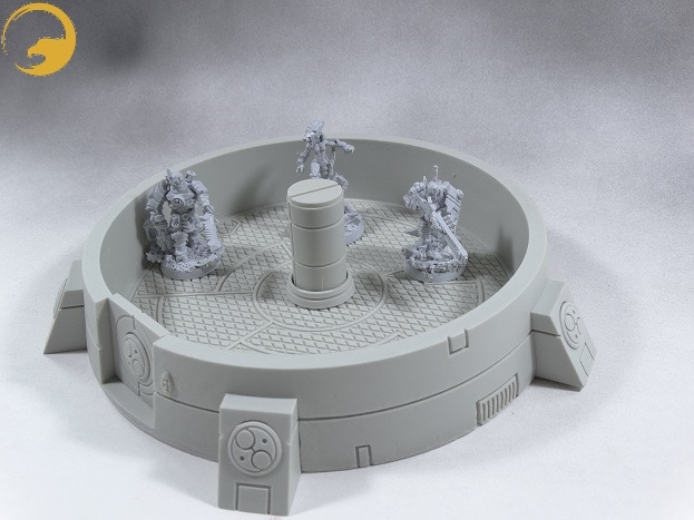 Picture 8: The 28mm scale Wargame Exclusive miniatures can look over the walls