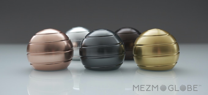 MEZMOGLOBE™- Kinetic desk toy with full body optical ilusion by
