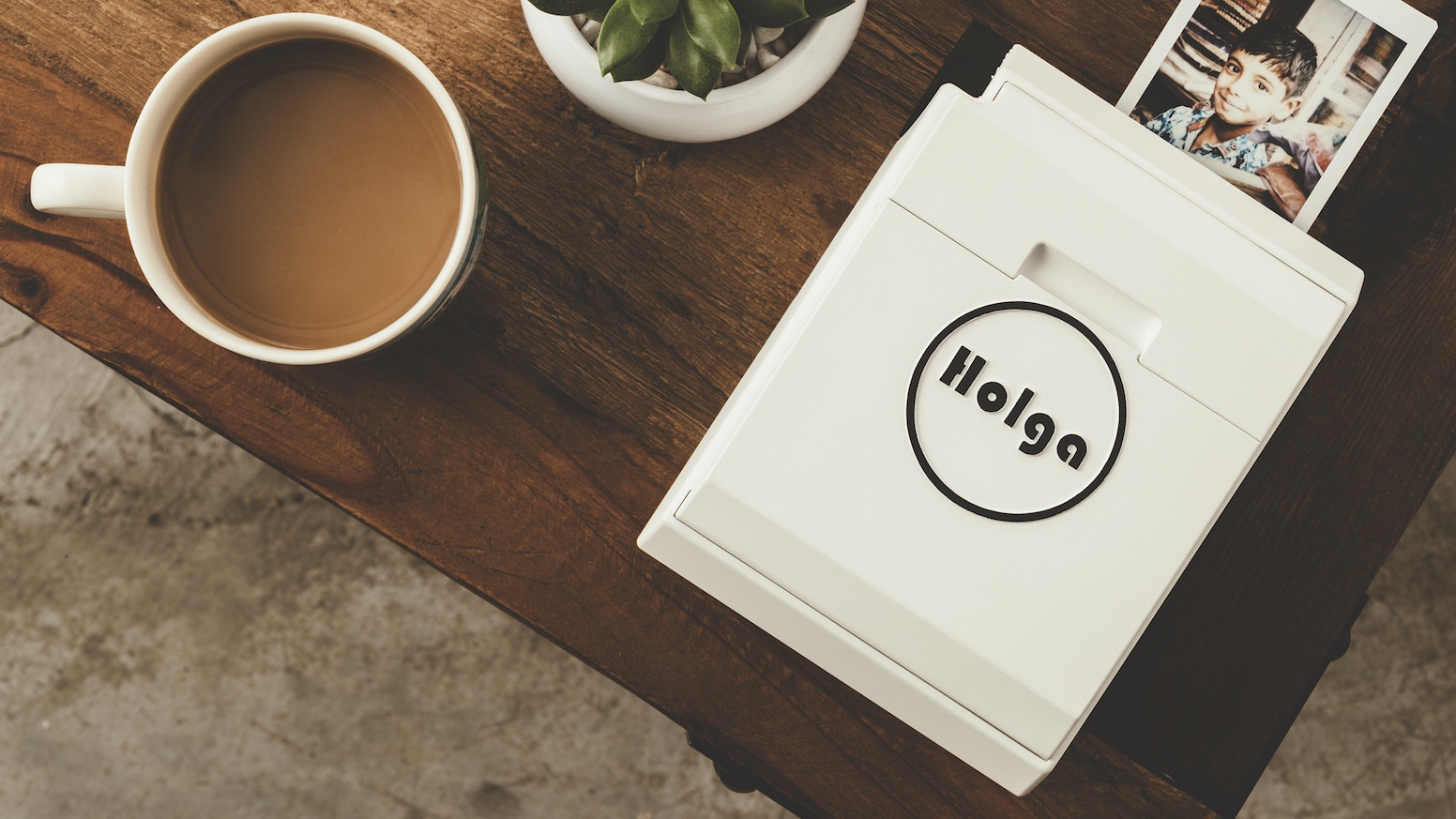 Capture and print, handy and mobile. Brought to you by the Holga Team.