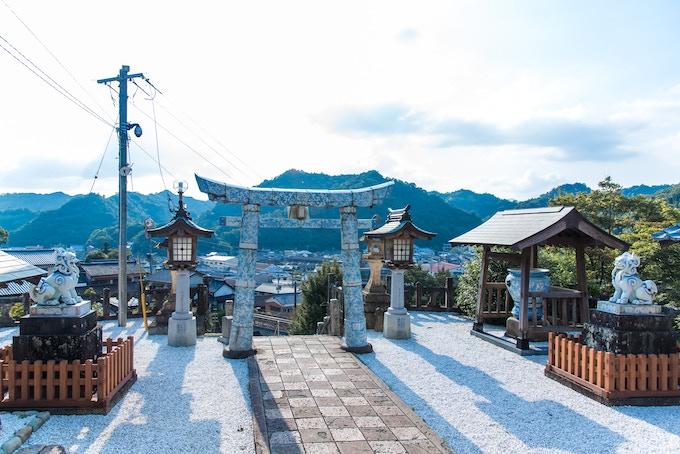 Shrine of Arita: Ornaments are made of Arita ware / 陶山神社