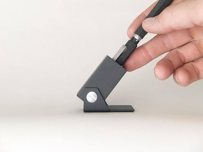 Finger brace method for slip fit caps