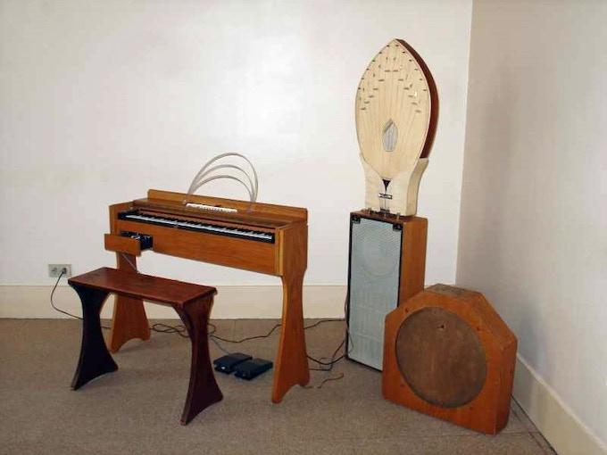 Onde Martenot and its resonators (image from Wikipedia)