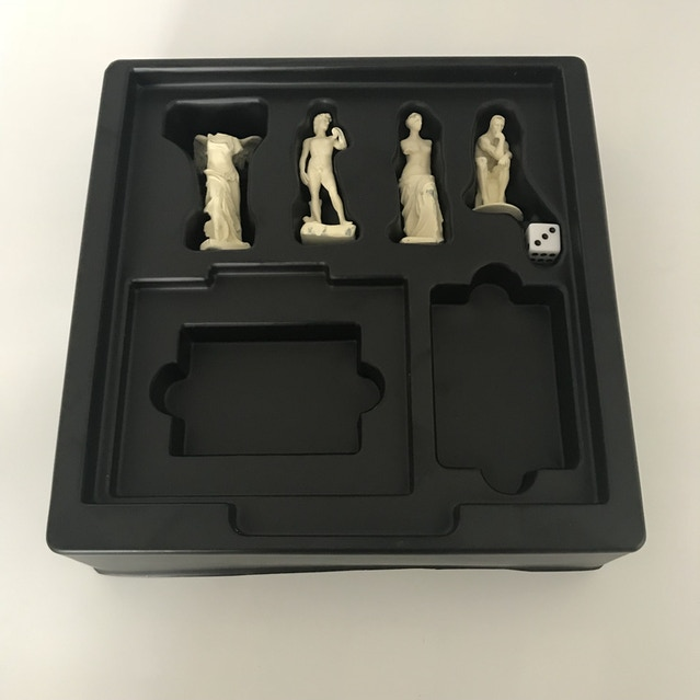 The inside tray and pawns samples