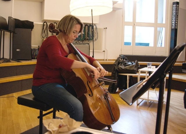 Catherine Marie Tunnell, cellist