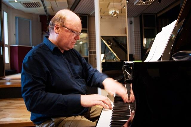 Ian Pace, pianist