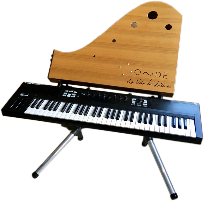 Onde's stand with a keyboard