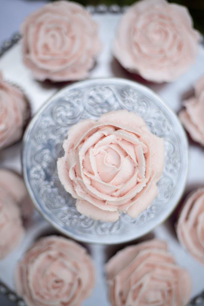 Pretty rose cupcakes.