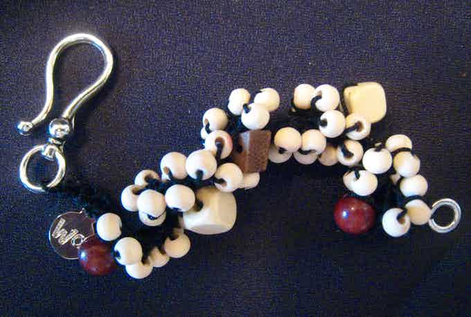 With unfinished wood beads and a spiral design, the bracelet absorbs and adsorbs the repellent for long-lasting effects!