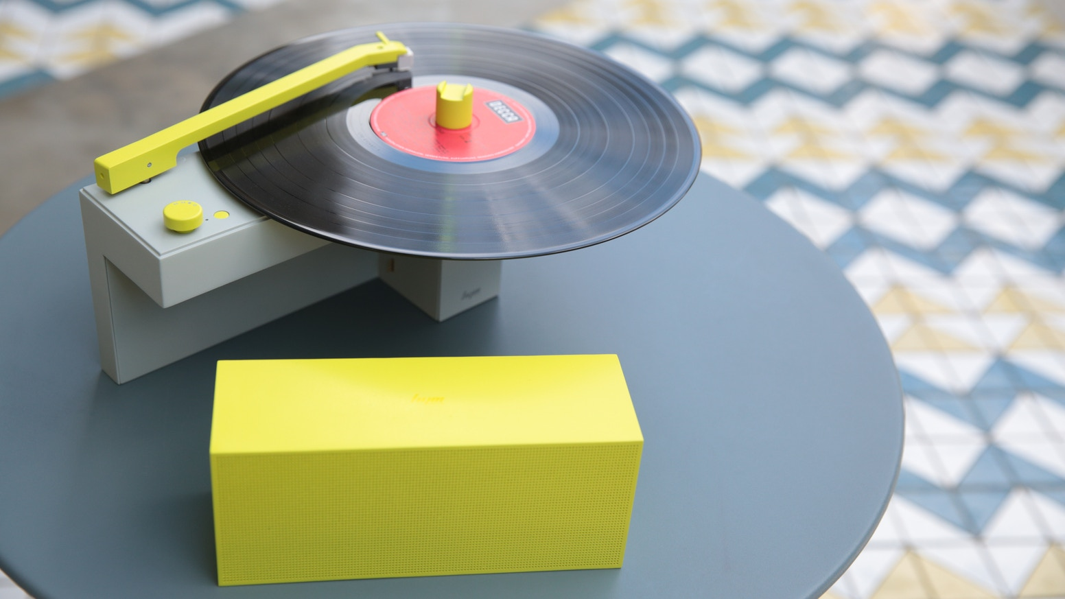 DUO: Turntable with a Detachable Bluetooth Speaker by HYM Seed Audio
