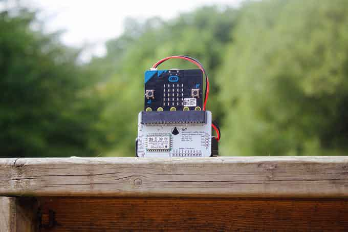 IoT micro:bit LoRa Node with micro:bit board and a battery pack.