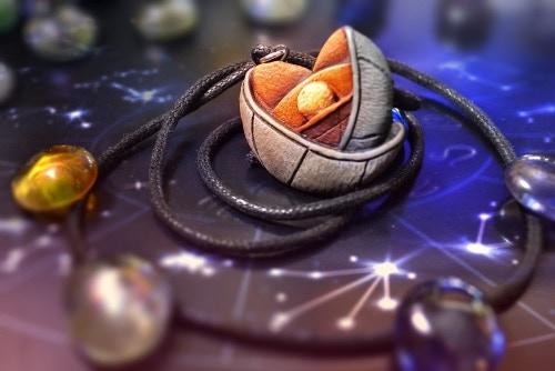 Exclusive Iris pendant