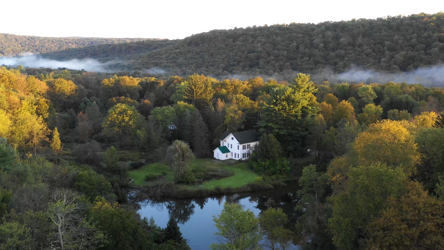 The La Anna Guesthouse is a new creatives' retreat and artist-in-residence program located in a historic home in the Pocono Mountains.