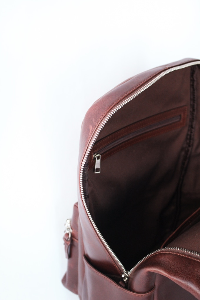 Interior zipper pocket detail and cotton twill lining