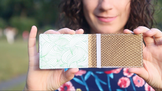 "The card wallet ""Mar Sonoro"", designed by Silvia Ospina"