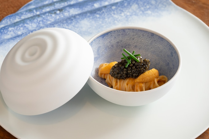 KST exclusive Bonbonnière > Ripple blue, dished up by chef Seita