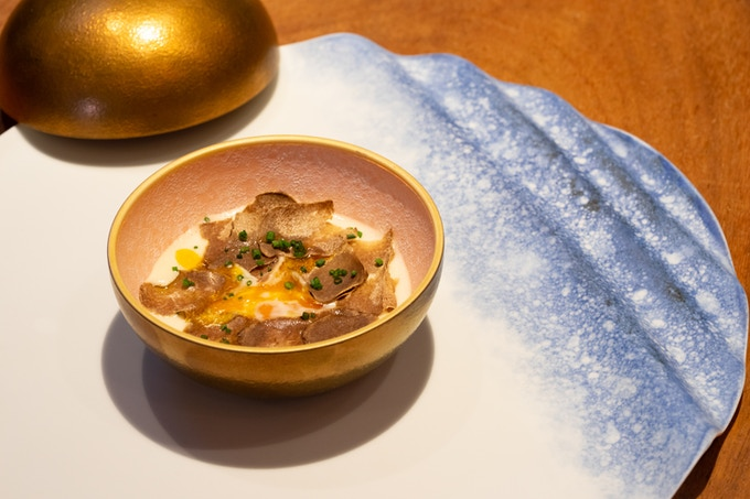 KST exclusive Bonbonnière > Earth brown, dished up by chef Seita