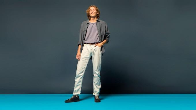 Giovanni wears WAO Low Cut in Wood Fiber in Indigo Color