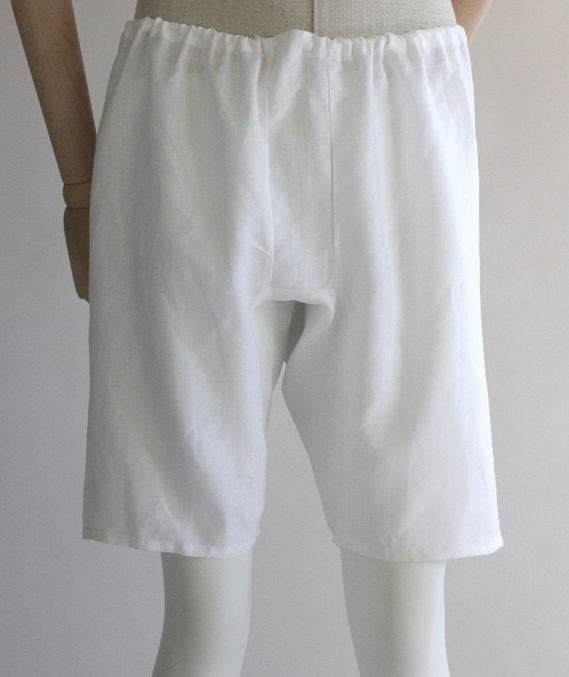 Shorts in finest linen. Perfect for wearing in combination with beinlingen.