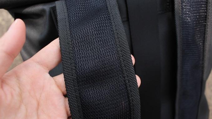 Mesh material for shoulder strap ventilation