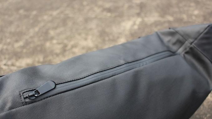 Side-way water-proof zipper