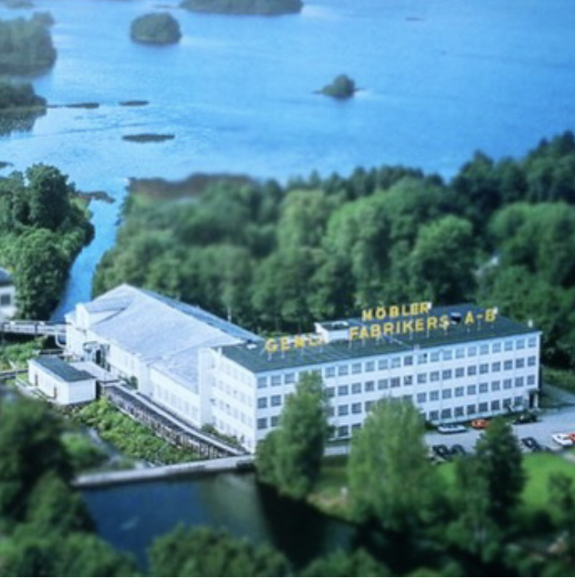 Funkisfabriken from the air. We will work with the landscape to re-connect the building to the lake