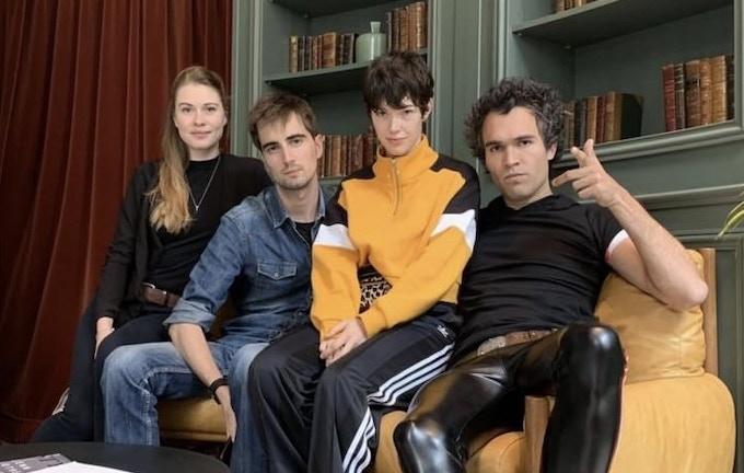 de gauche à droite; Lison Lavoie (Harley Quinn), la réalisateur du film (Hugues Puyau), Dorcas Coppin (Lois Lane) et Pierre Kerroc'h (Joker)