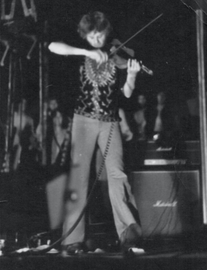 Erlend Krauser playing violin